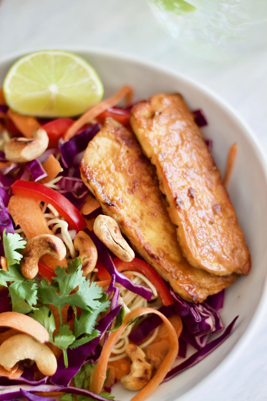 healthy-vegan-noodles-salad-tofu-peanut sauce-salada-saudável-noodles asiáticos-molho de amendoim-1