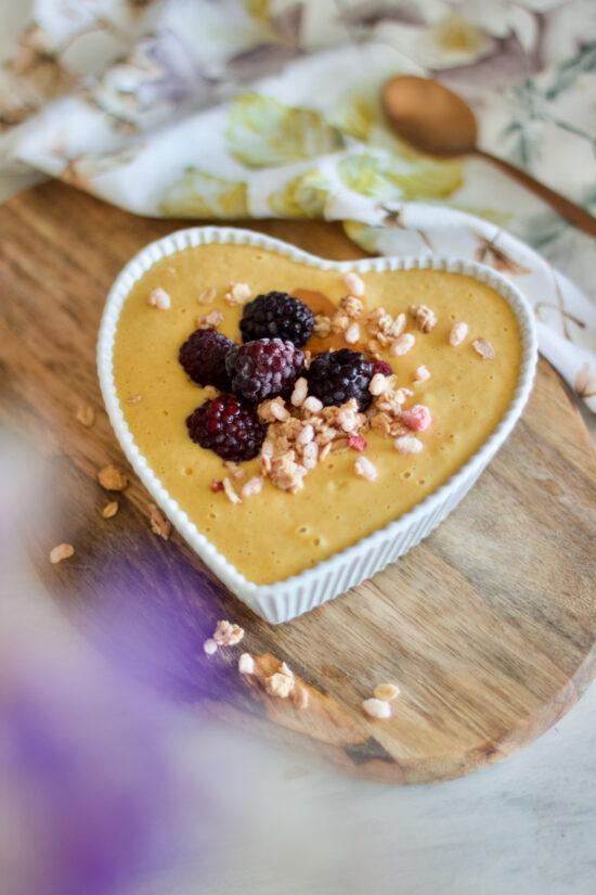 peach-cobbler-breakfast-smoothie-bowl-tarte-pêssego-nutritiva-pequeno-almoço-1