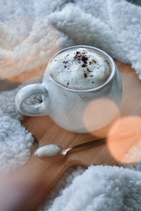 vegan-healthy-coconut-hot-chocolate-chocolate-quente-vegan-côco-saudável-18