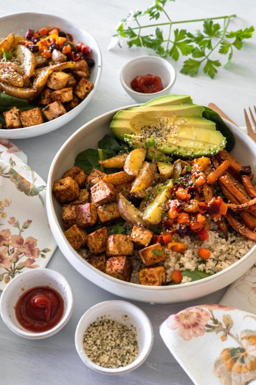 Roasted Crispy Tofu and Veggies Bowl - Nourish Bowl de Tofu Crocante e Vegetais Assados Vegan e Saudável